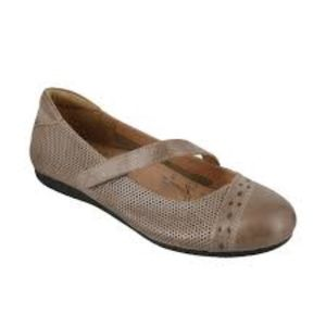 TaosScamp Mary Janes Size 40/9
